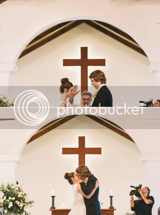 http://i892.photobucket.com/albums/ac125/lovemademedoit/welovepictures%20blog/BushWedding_Malelane_036.jpg?t=1355997454