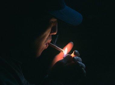 Para reduzir fumantes, Rússia quer proibir compra de cigarro para nascidos após 2015