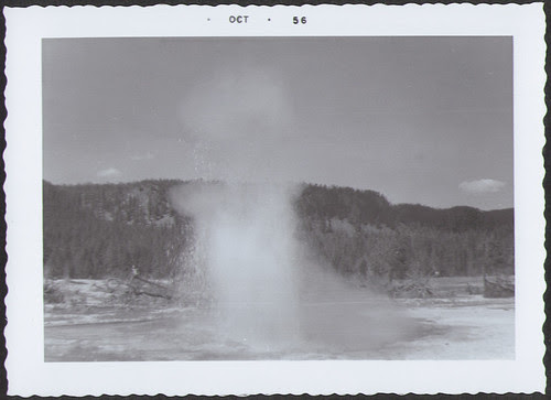 Yellowstone1956_Geyser2