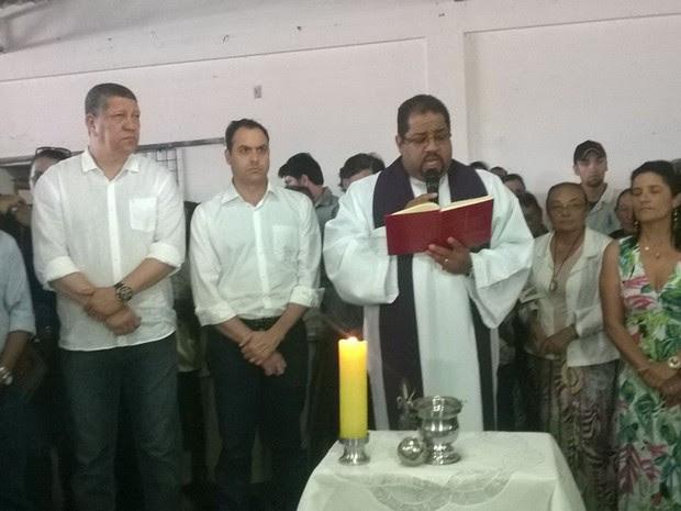 Governador de Pernambuco, Paulo Câmara acompanhou o velório das quatro vítimas da chacina em Poção (Foto: Amanda Dantas/ TV Asa Branca)