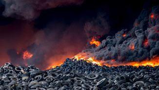 A l'abocador s'acumulen 100.000 tones de pneumàtics (EFE)