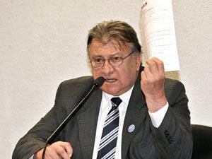 O secretário Luiz Antônio Barreto de Castro durante exposição no Congresso