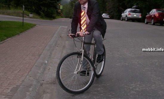 Светящийся галстук для велосипедиста