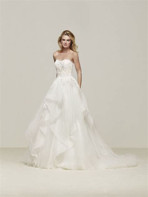 Great wedding dress with skirt with cascading frills