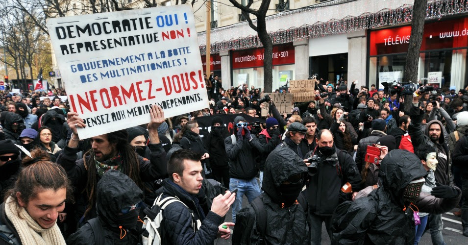 """The demonstration planned for December 12th will stand in       opposition to Hollande's """"draconian and opportunistic""""       ban on activism. (Photo: Chris Bentley/flickr/cc)"""