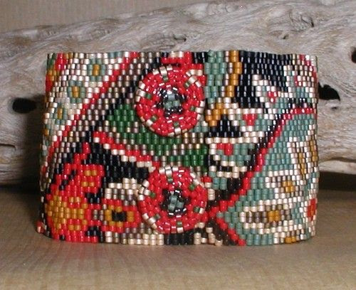 TUTORIAL Holiday Tapestry Peyote Cuff with Poinsetta Snaps