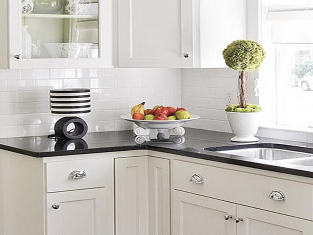White Kitchen Backsplash Ideas - HomesFeed