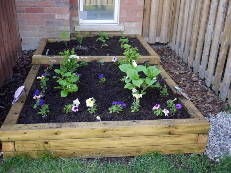 7 Simple DIY Flower Beds   Shelterness