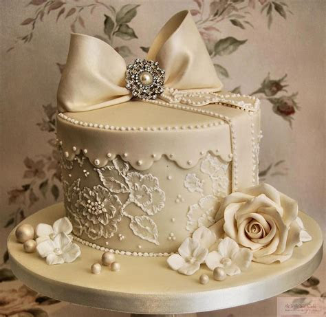 Helen's Cakes and More   Wedding Cakes