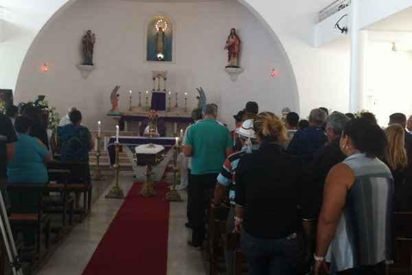 Missa é celebrada pelo padre Acássio Carvalho, da Paróquia Nossa Senhora do Loreto.  Foto: AD Luna/D.P/DA Press
