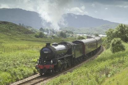 Hogwarts-Express-Steam-train.jpg