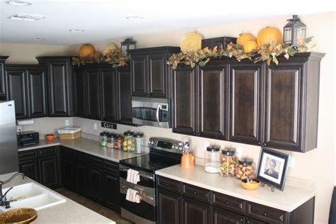 lanterns  top  kitchen cabinets decor ideas