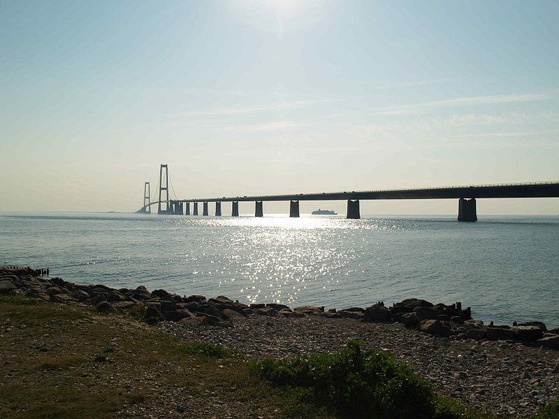 File:Storebælt-Brücke3.JPG