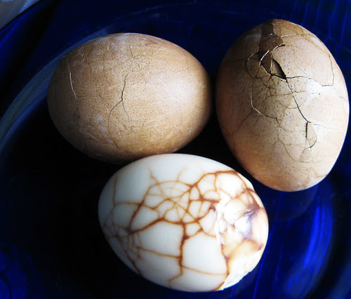 tea eggs before and after peeling