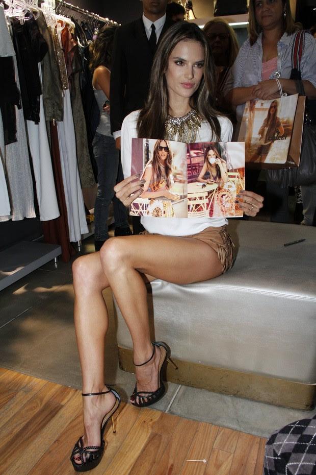 Alessandra Ambrósio no lançamento de coleção da Colcci (Foto: Felipe Panfili e Roberto Filho/AgNews)