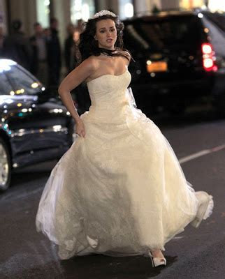 Just Bee Fashion: Blair's Wedding Dress