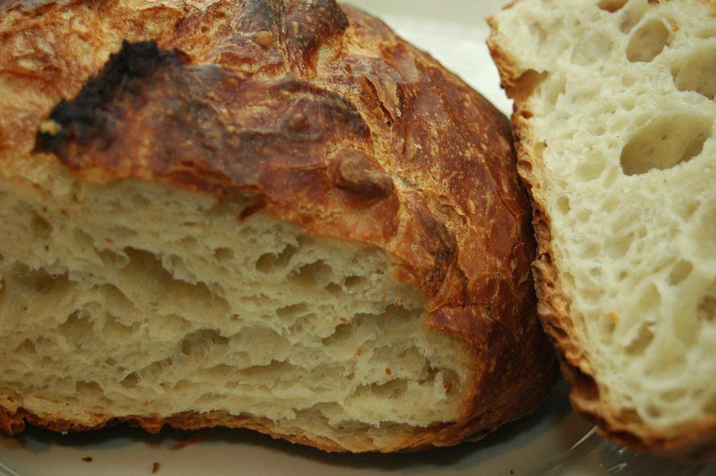 No-Knead Dutch Oven Bread - Eva Minette