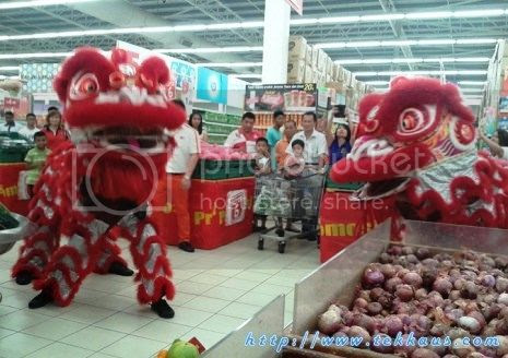 photo 03 Chinese New Year Lion Dance Performance At Tesco Taiping 2015_zpsqajmgz7o.jpg