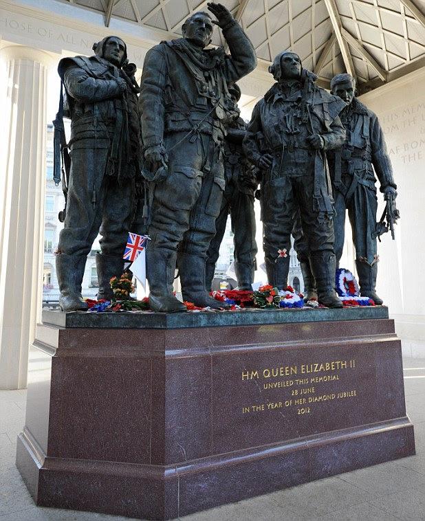 O memorial para o bombardeiro que foi revelado em Green Park, Londres, no ano passado