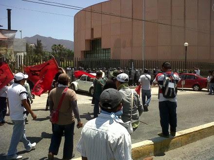 Maestros protestan en el Congreso de Guerrero. Foto: Ezequiel Flores