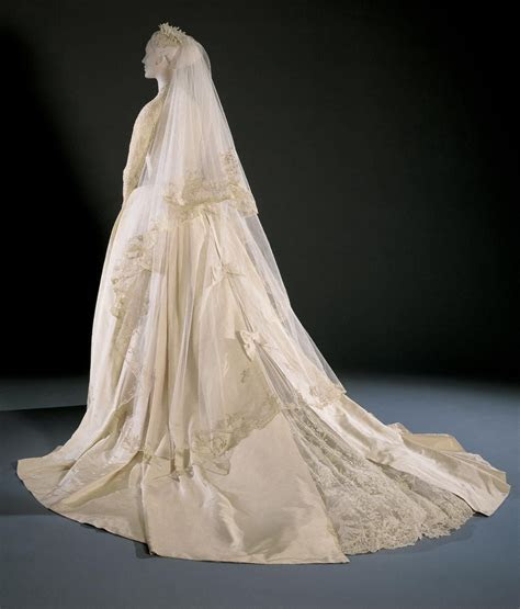 1956, America   Grace Kelly's Wedding Dress and
