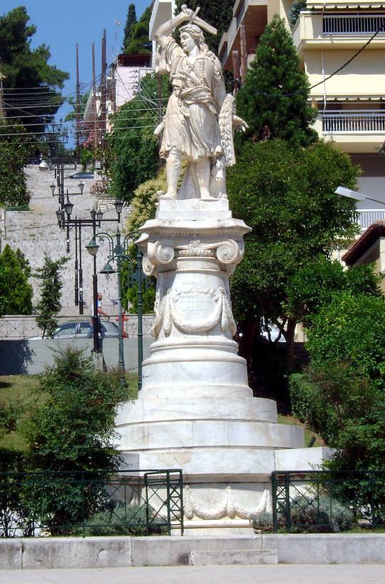 Το άγαλμα του Διάκου, στην πλατεία Αθανασίου Διάκου, στη Λαμία