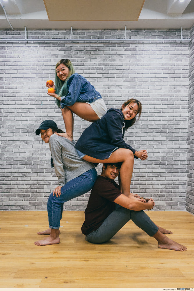 """8 Super Extra Group Photo Poses That Will Take """"Fun Shot ..."""
