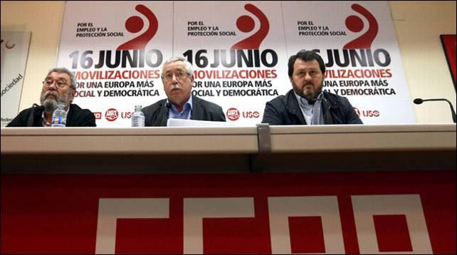 Cándido Méndez (UGT), Ignacio Fernández Toxo (CCOO) y Julio Salazar (USO), esta mañana en Madrid.- EFE
