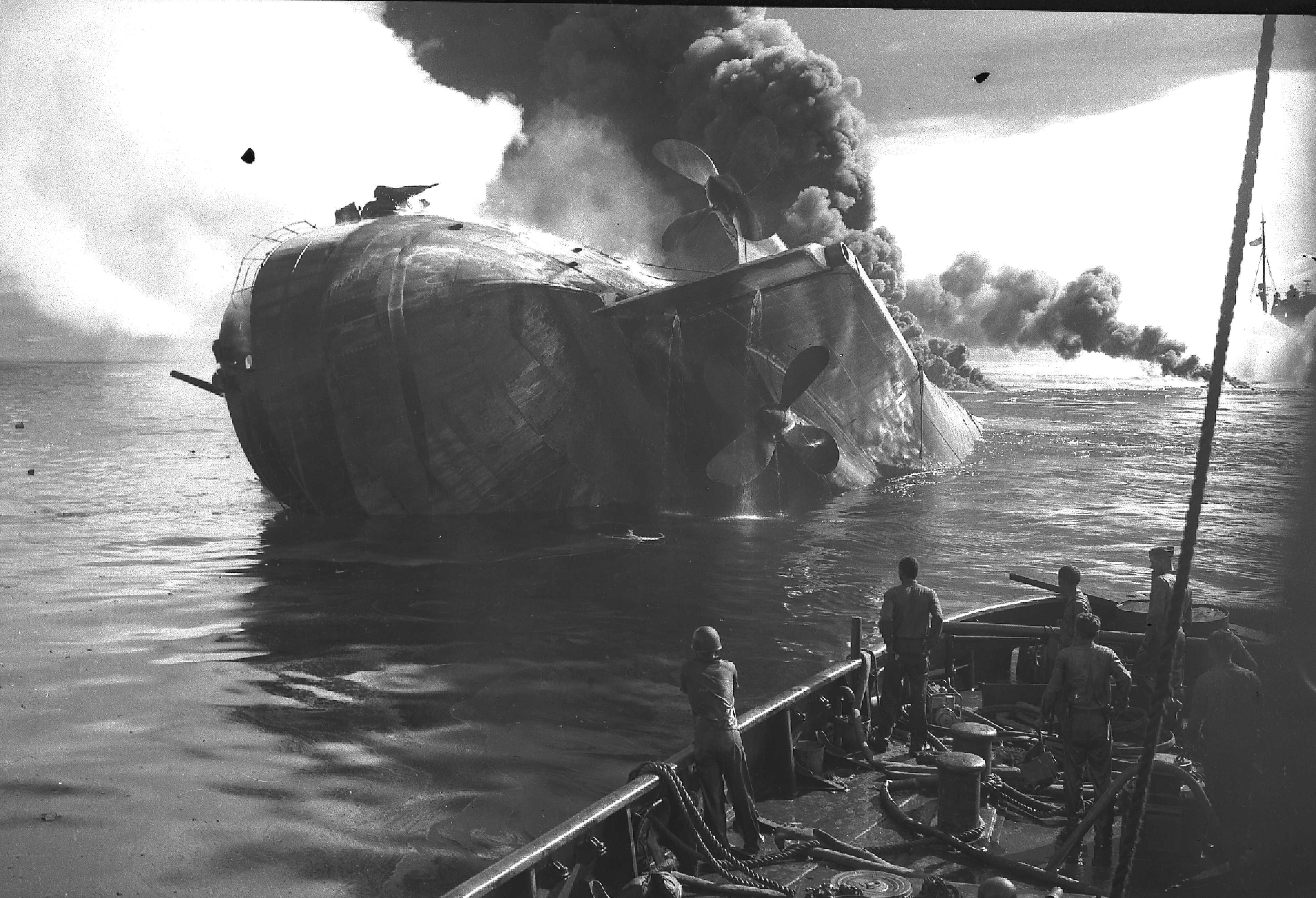 File:USS Mississinewa (AO-59) 20 November 1944.jpg