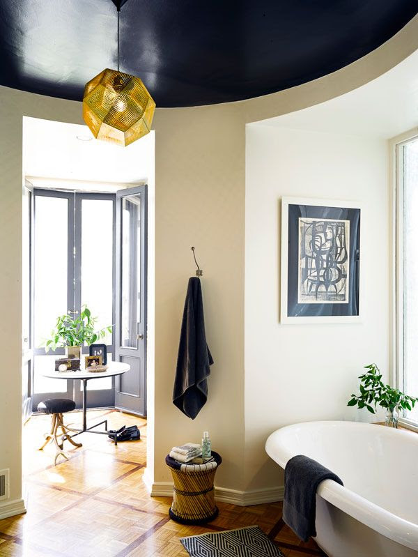 Lovely black accents in bathroom