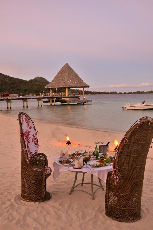 candle lit beach dinner by the lagoon