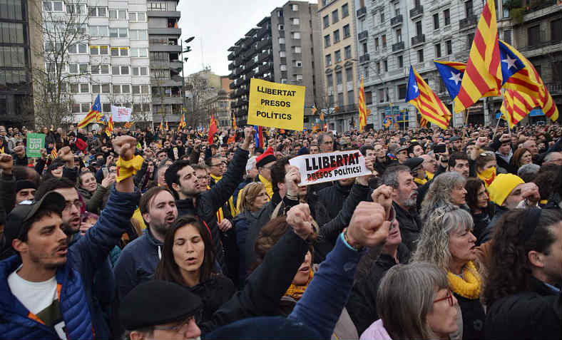 Thousands of people rally in front of the offices of the Spanish Government in Girona, against the arrest of ex-President Carles Puigdemont and for freedom for the Catalan political prisoners