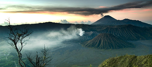 other world views as you can get here, the bromo venturing into the mountains? yes this is me, life is a challenge ......