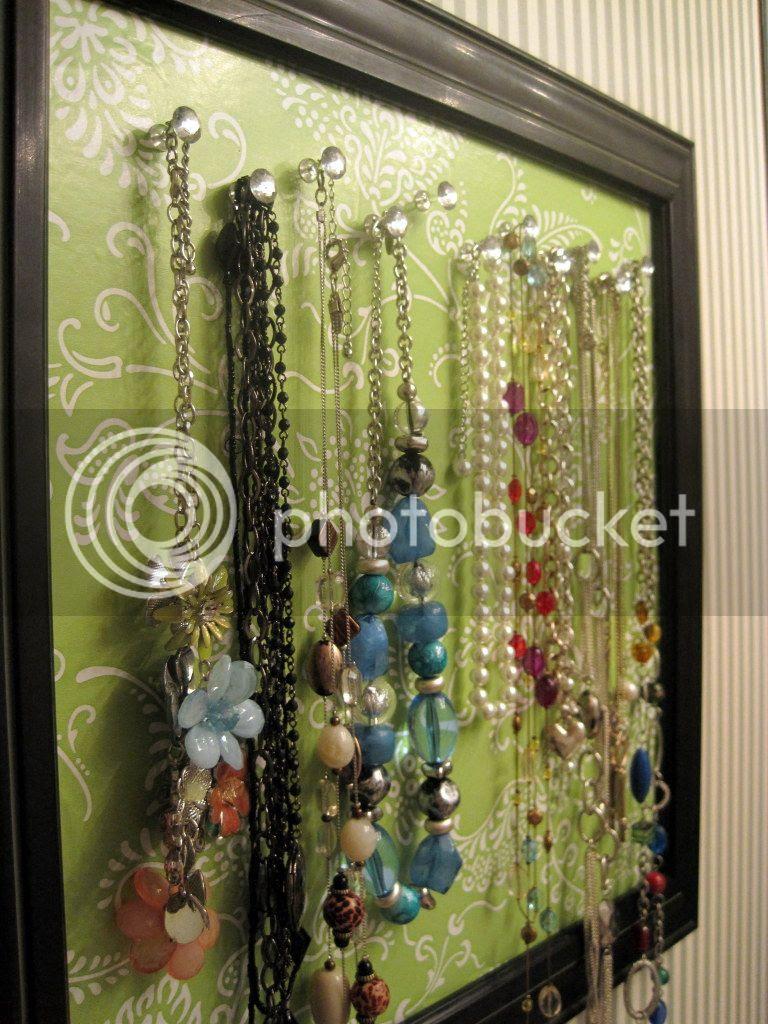 DIY Necklace Organization / Storage {Breezy Pink Daisies}