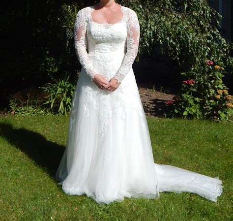 Pronovias tulle & lace gown   Sell My Wedding Dress Online