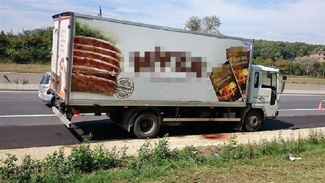 Le camion où ont été retrouvés les migrants morts, près de Vienne, le 27 août