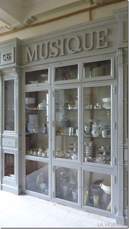 Apothicaire Furniture   château de Clermault