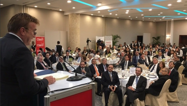 "Embajador EU dice 10% dominicanos pertenece a la ""comunidad LGBT"""
