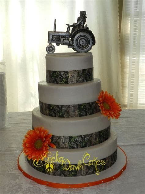 4 tier camo wedding cake.   Anelia Dawn Custom Cakes