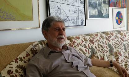 Celso Amorim en su residencia de Río durante la charla con Clarín