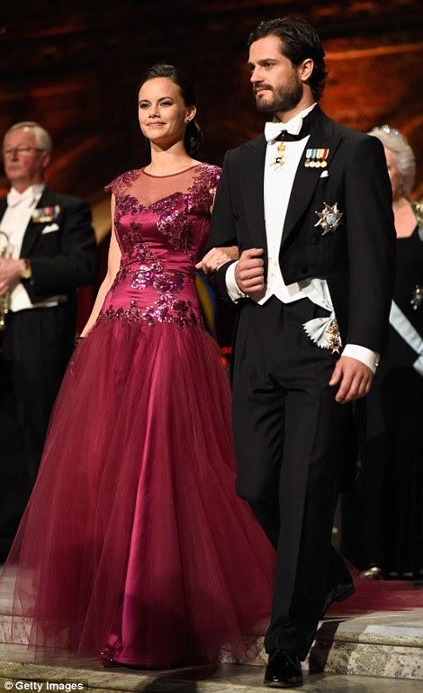 Sofia Hellqvist Książę Carl Philip i Szwecji zejść kroki, aby usiąść na bankiecie