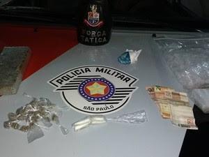 Adolescente é detido com drogas em Jacareí (Foto: Divulgação/Polícia Militar)