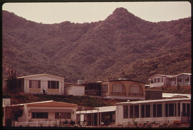 File:SEMINOLE SPRINGS MOBILE HOME PARK ON MULHOLLAND DRIVE NEAR MALIBU, CALIFORNIA, ON THE NORTHWESTERN EDGE OF LOS... - NARA - 557526.jpg