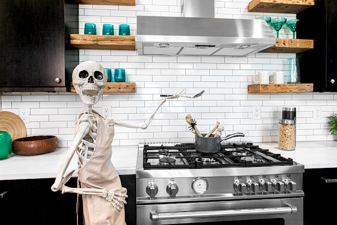 TREND ESSENCE: Real estate agent decorates homes with giant skeletons to drum up exposure: 'People have really loved it'