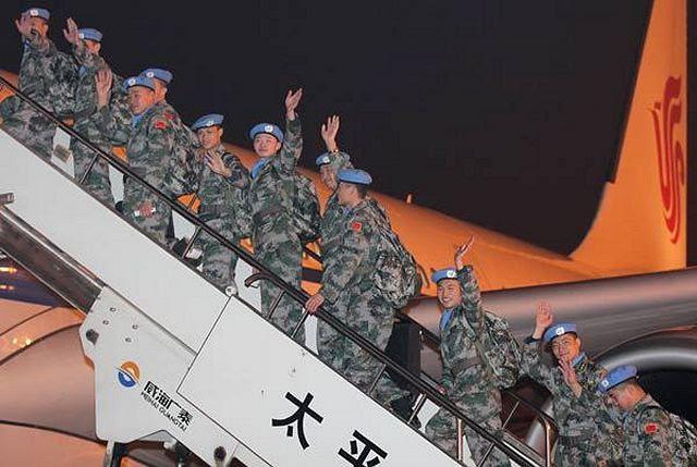 A petición de las Naciones Unidas, el Ejército Popular de Liberación envió las tropas, formado por 35 ingenieros, 65 trabajadores de la salud y 35 soldados, para unirse a la Misión de Estabilización Multidimensional Integrada de la ONU en Malí durante ocho meses. A 135 efectivos de tropas de mantenimiento de paz fue a Mali el martes 3 de diciembre de 2013 por la noche, en la primera vez que el ejército de China ha enviado fuerzas de seguridad como parte de una misión de mantenimiento de la paz.