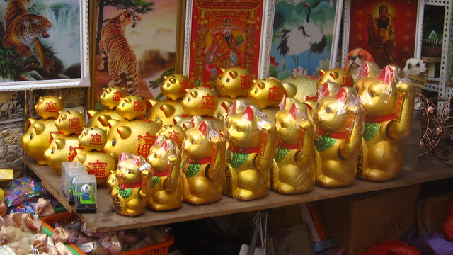 Waving Hello, Lotus Market, Chengdu