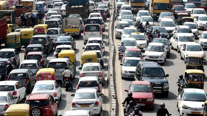 Poluição e ruídos poderiam contribuir para a perda de memória e capacidade mental, dizem cientistas (BBC News / EPA)