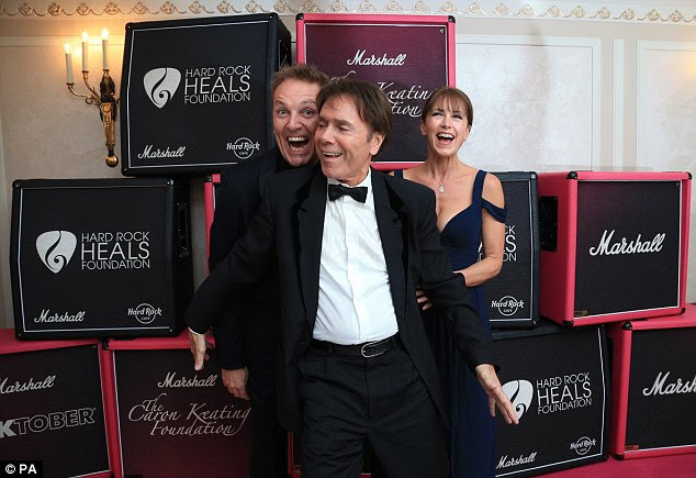 Catching up: Cliff larked about with Brian Conley and his wife Anne-Marie on the carpet