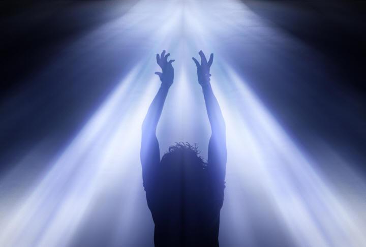 Resultado de imagem para fio de luz espiritual