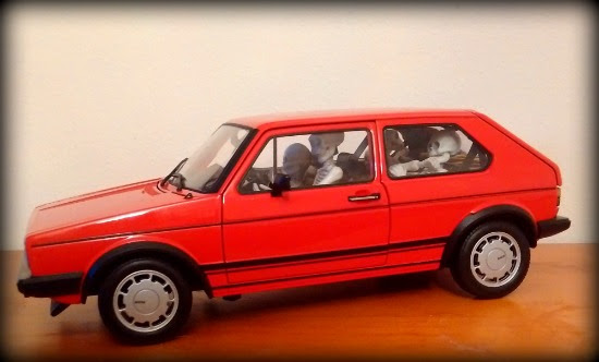1/18 scale model car with Re-ment Pose Skeletons